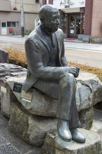 材木町の宮沢 賢治像の写真