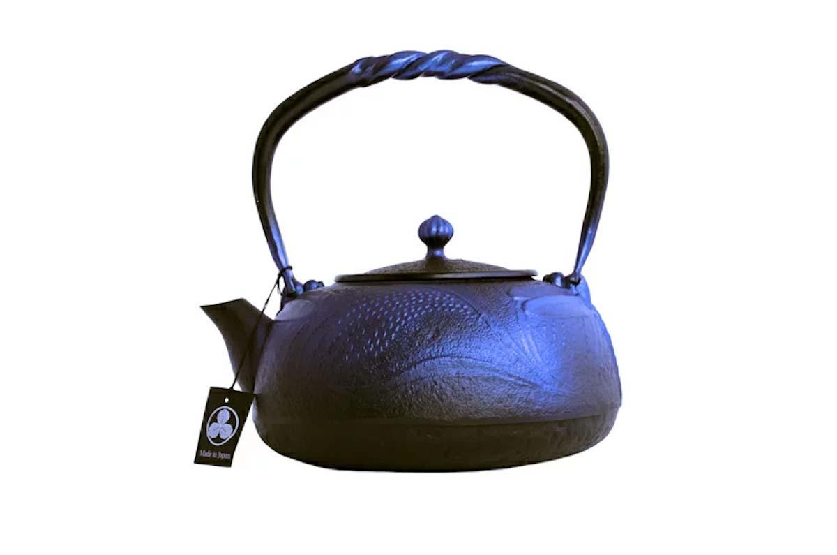 とんぼ(蜻蛉)瑠璃色 平丸型鉄瓶の写真