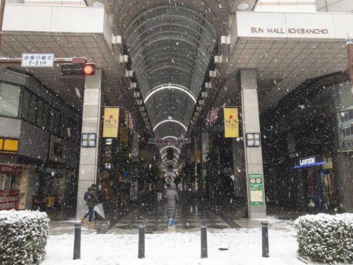 雪のサンモール一番町商店街の写真