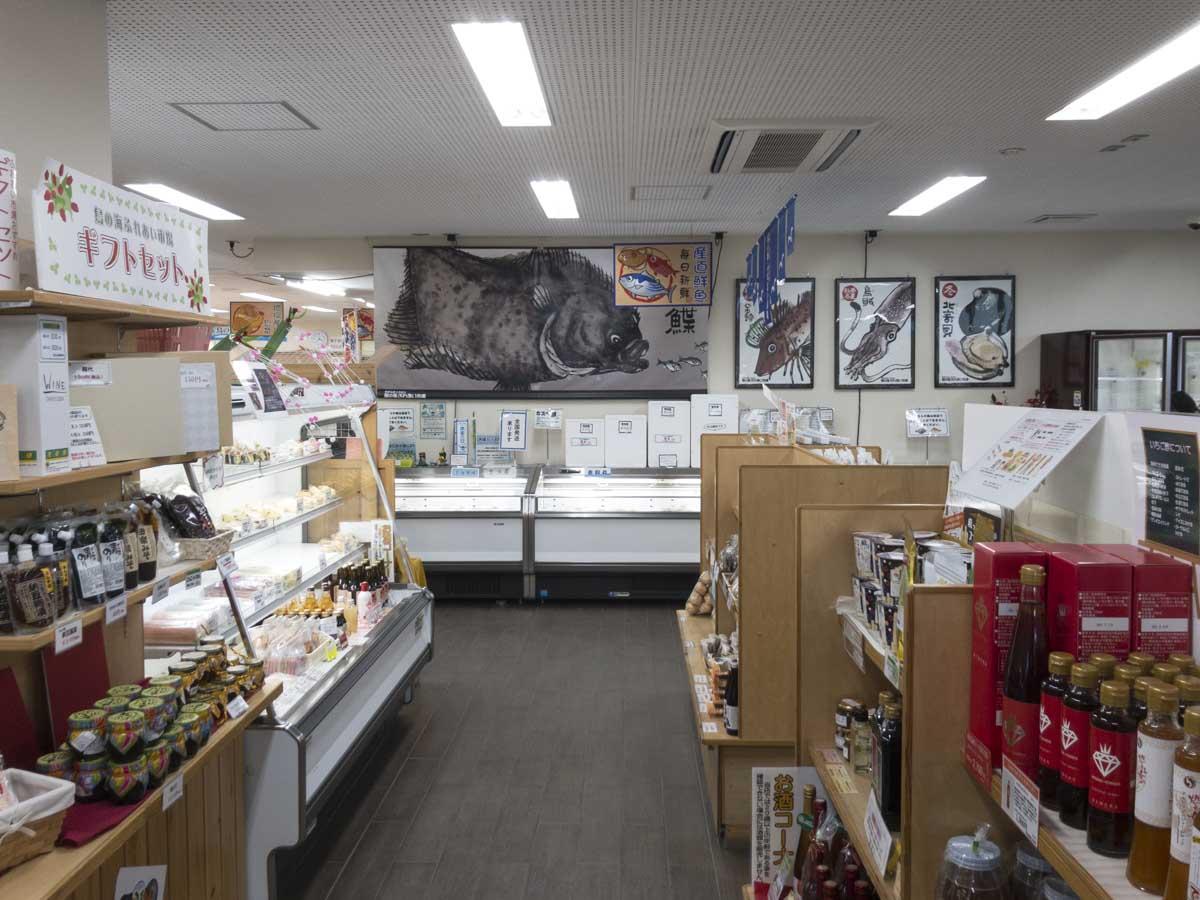 鳥の海ふれあい市場の店内の写真