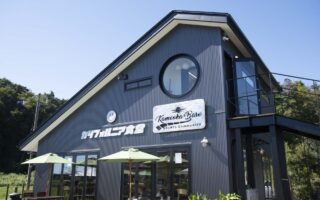 亀岡ベースのカフェ(カリフォルニア食堂)の建物の写真